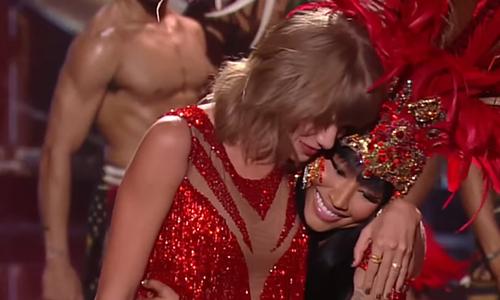 Taylor Swift hugs Nicki Minaj